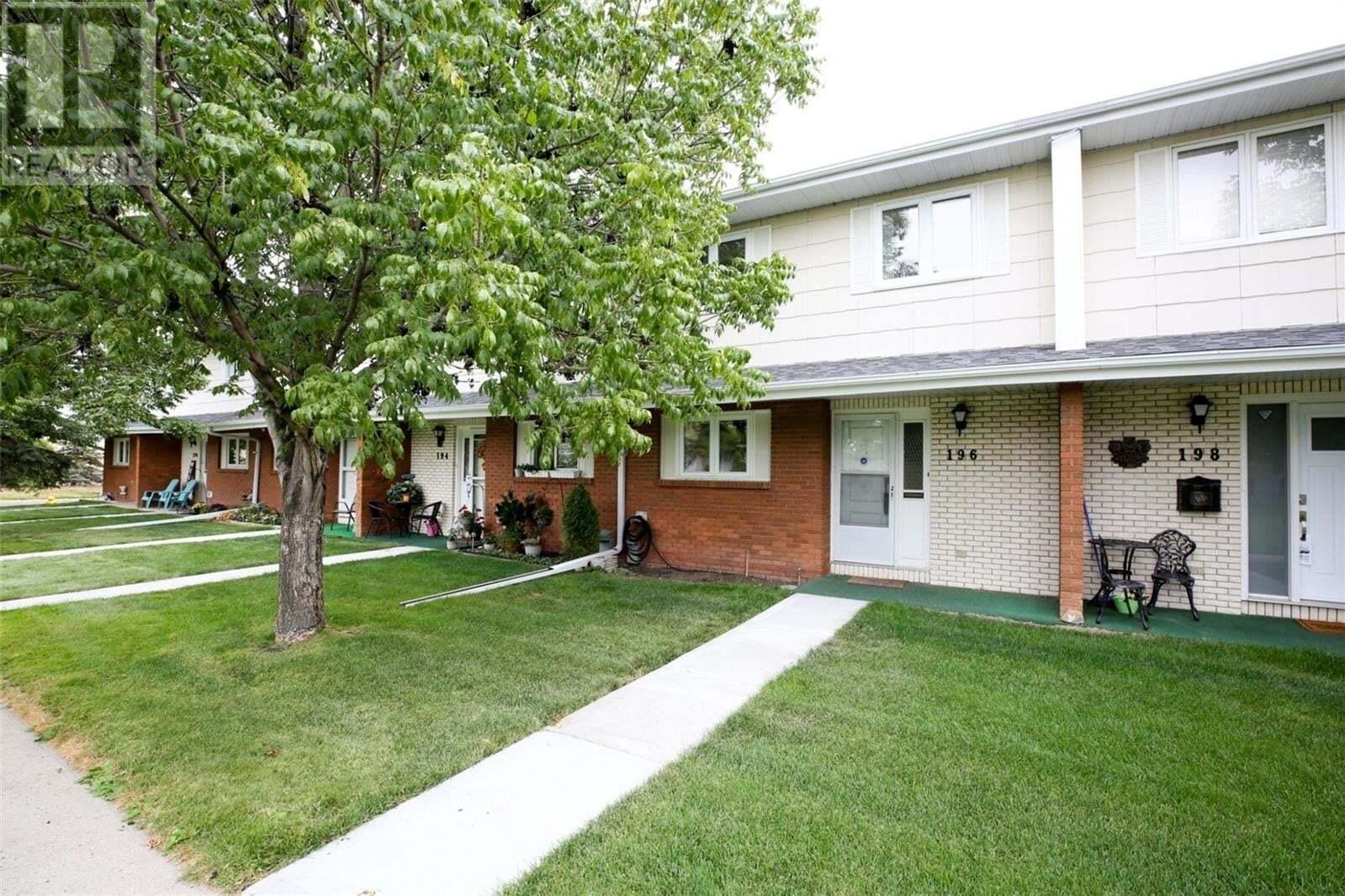 Townhouse for sale at 196 Plainsview Dr Regina Saskatchewan - MLS: SK827157