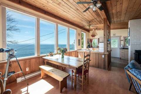 House for sale at 1968 Ocean Beach Esplanade Gibsons British Columbia - MLS: R2480476