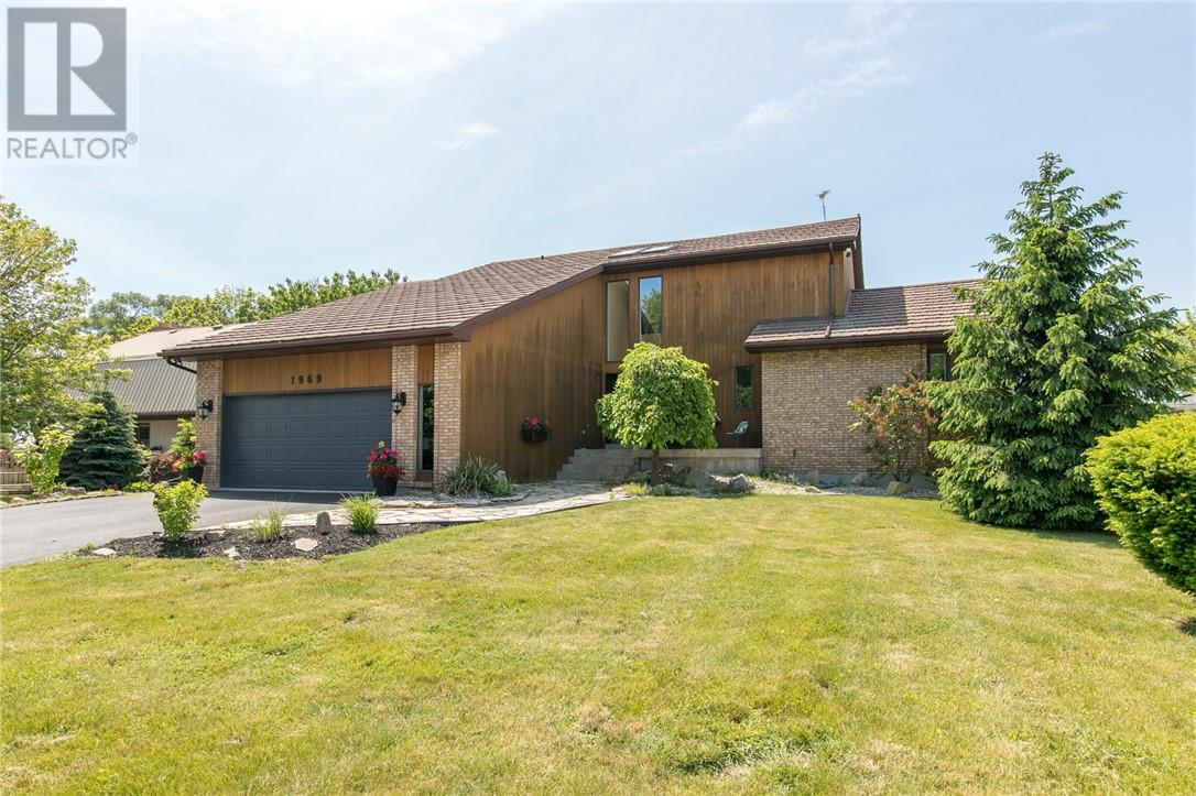 For Sale: 1969 Chelsea Crescent, Kingsville, ON | 5 Bed, 3 Bath House for $749,900. See 30 photos!