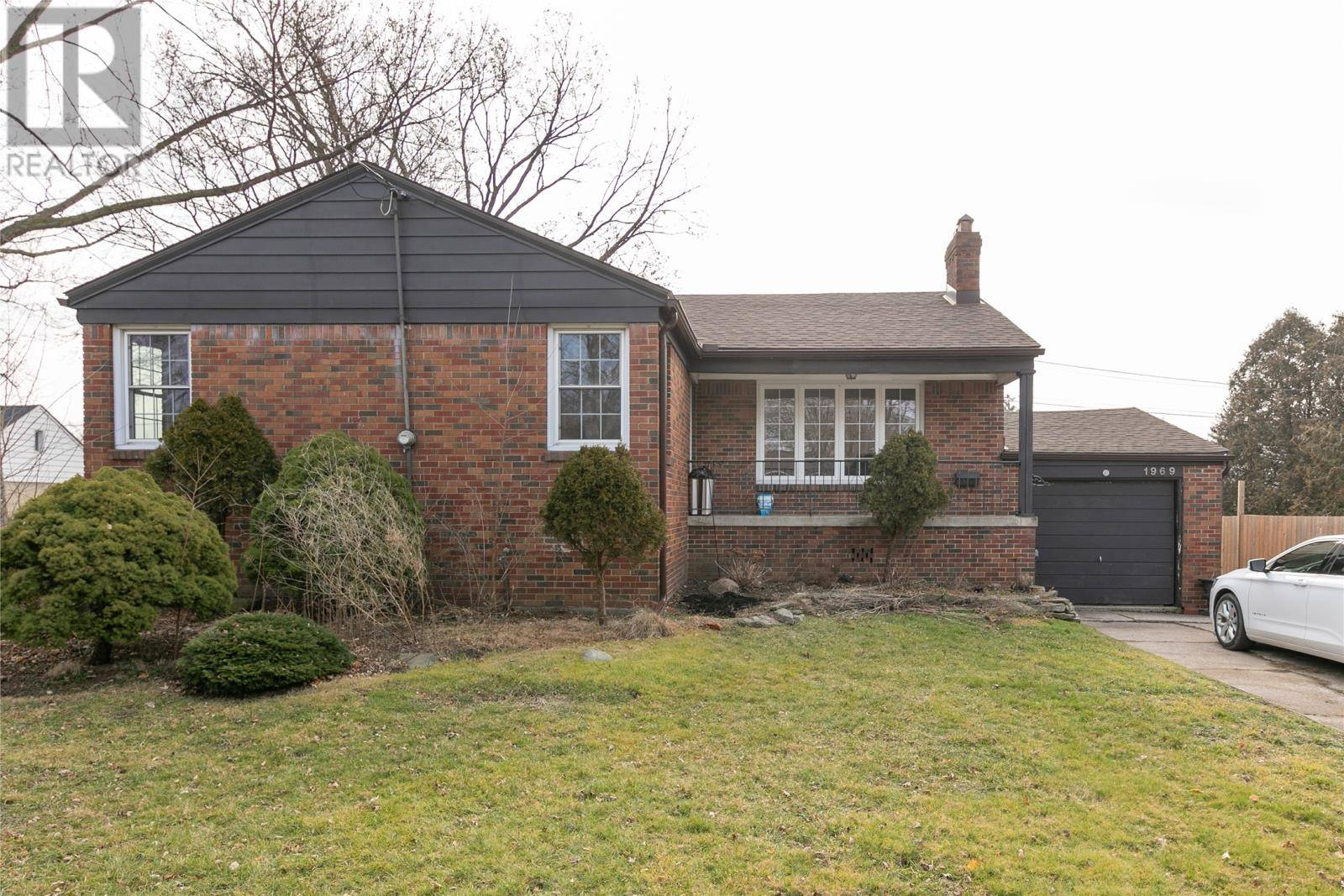 House for sale at 1969 Grand Marais Rd West Windsor Ontario - MLS: 20000476
