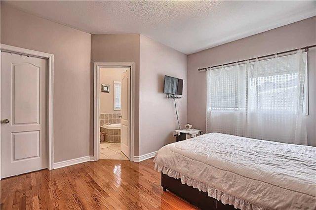 For Sale: 1976 Jans Boulevard, Innisfil, ON | 3 Bed, 2 Bath House for $699,000. See 20 photos!