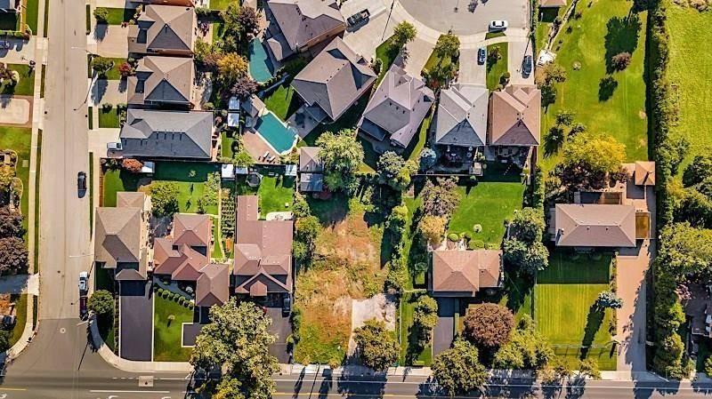 Home for sale at 1 Stone Church Rd W Unit 199 Hamilton Ontario - MLS: H4057717