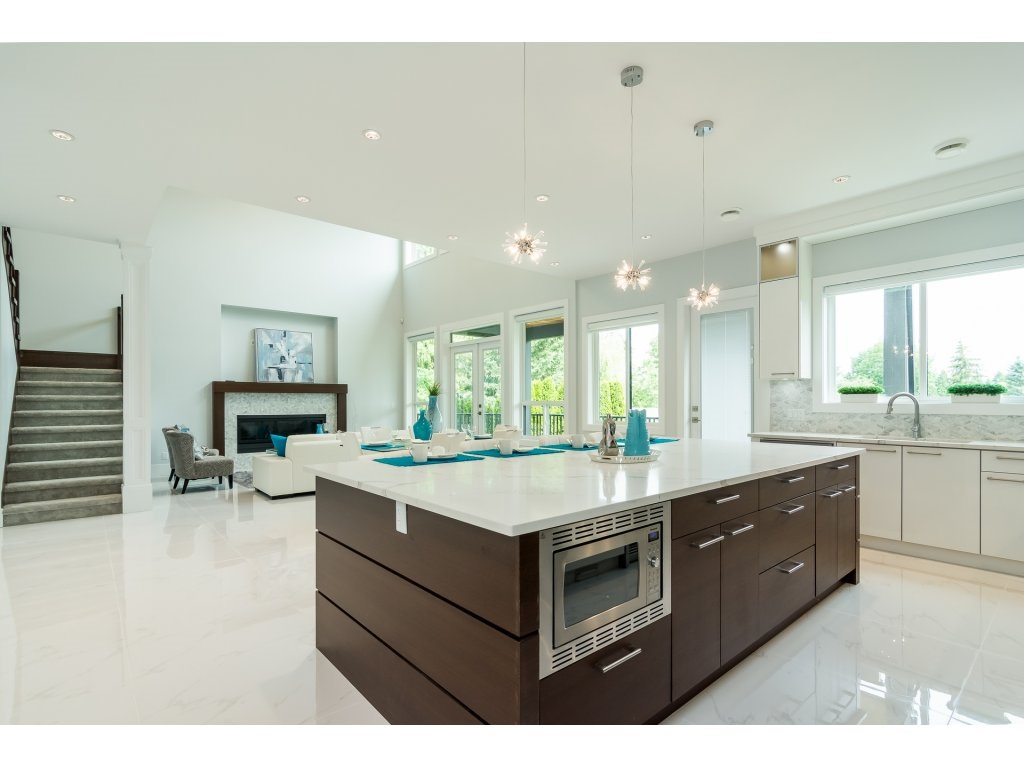 For Sale: 19959 48 Avenue, Langley, BC | 7 Bed, 6 Bath House for $1,525,000. See 20 photos!