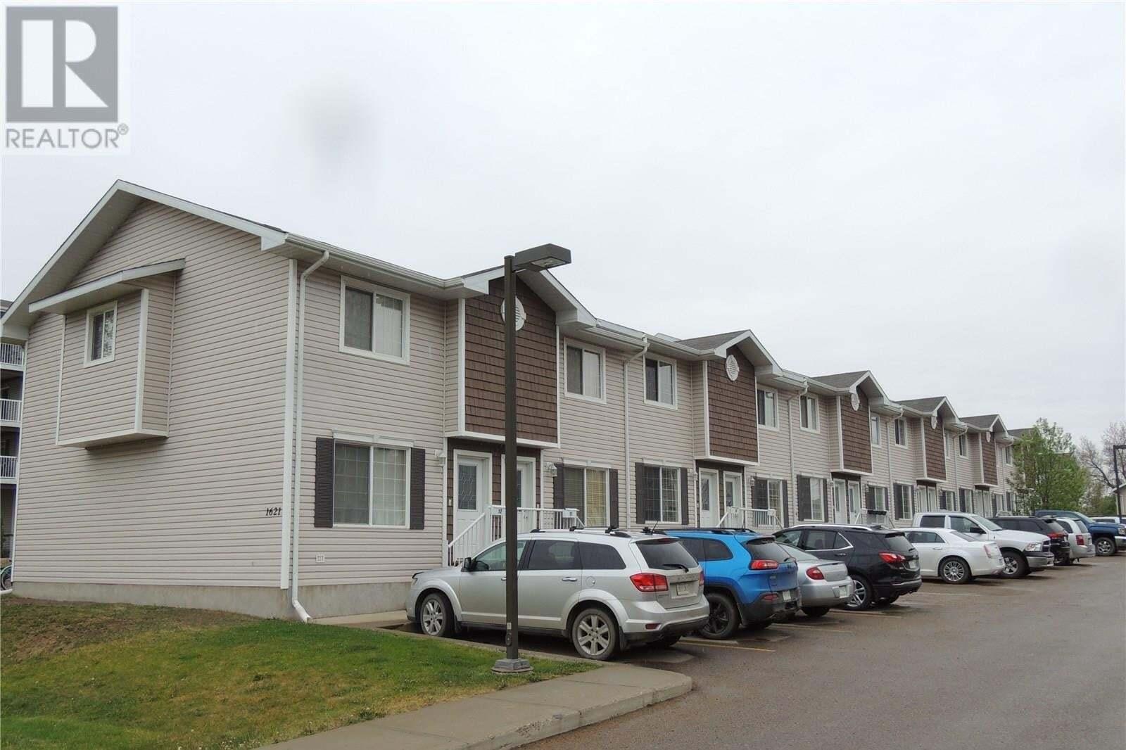 Townhouse for sale at 1621 1st St Unit 2 Estevan Saskatchewan - MLS: SK809821