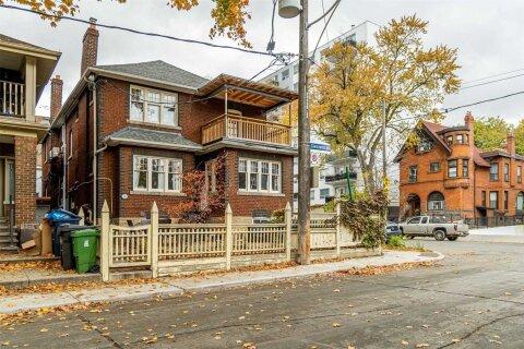 Townhouse for rent at 2 Glenavon Rd Unit 2 Toronto Ontario - MLS: W4970223