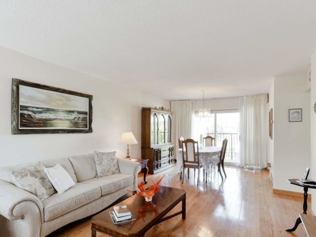 Buliding: 400 Bloor Street, Mississauga, ON