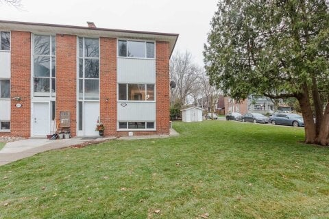Townhouse for rent at 451 Leslie St Unit 2 Toronto Ontario - MLS: E5071869
