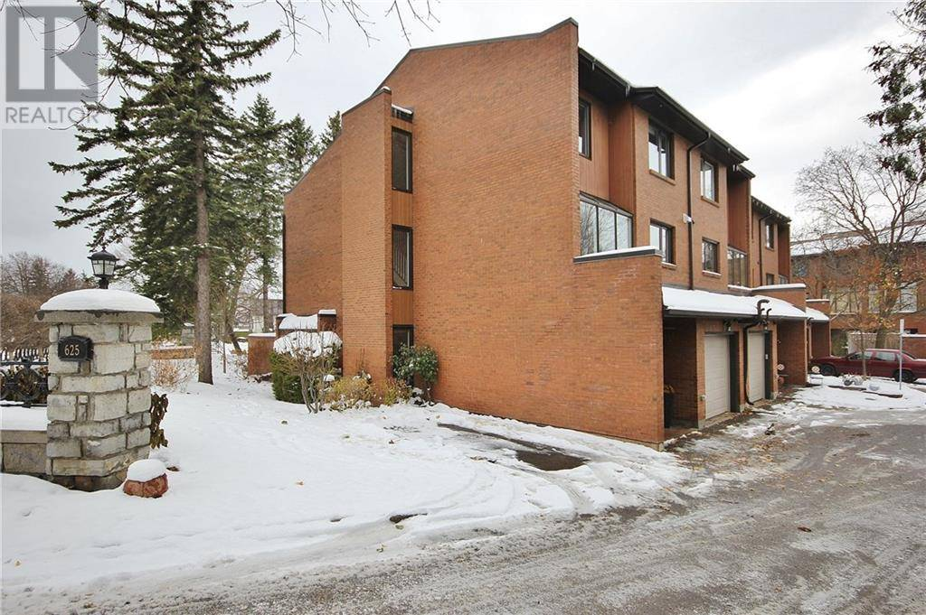 Townhouse for rent at 625 Richmond Rd Unit 2 Ottawa Ontario - MLS: 1175899