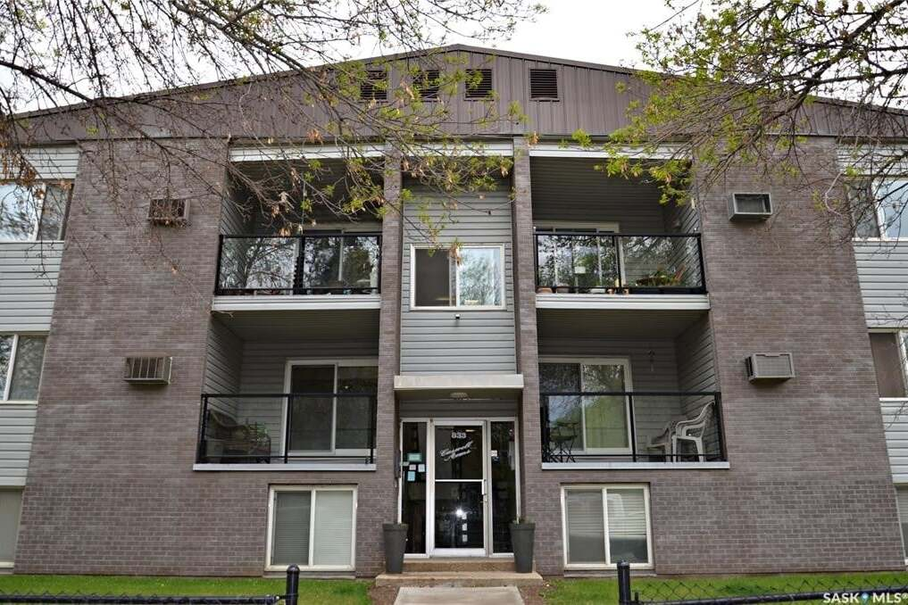 Condo for sale at 833 B Ave N Unit 2 Saskatoon Saskatchewan - MLS: SK809889