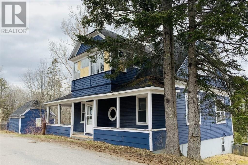 House for sale at 2 Acadia Cres Hampton New Brunswick - MLS: NB043108