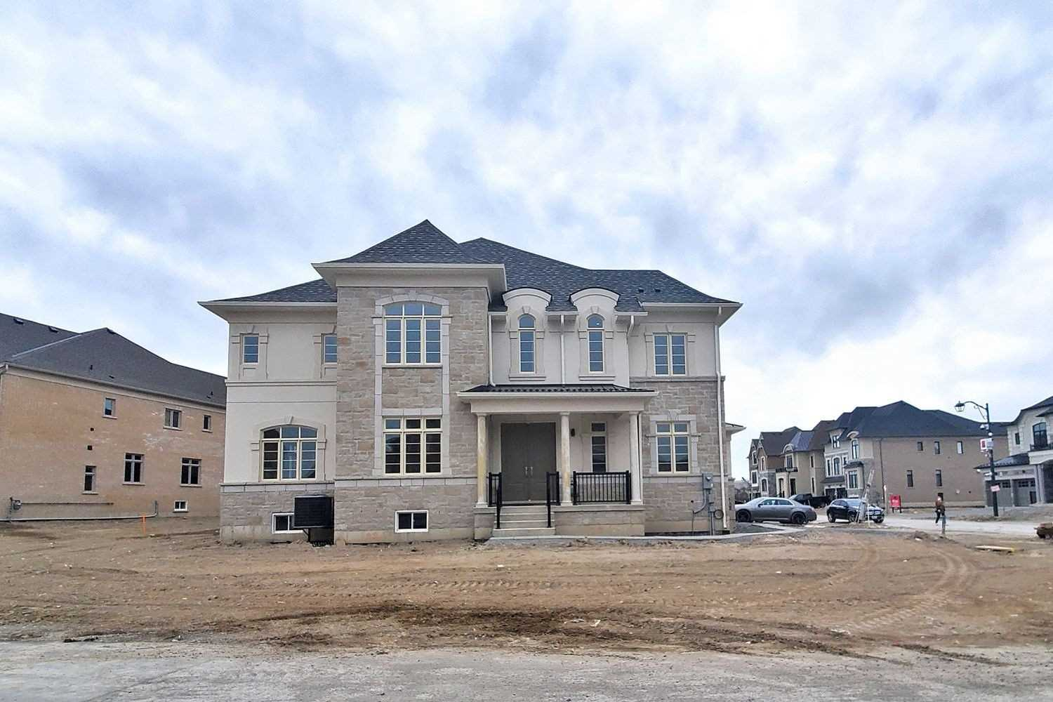 For Sale: 2 Botelho Circle, Aurora, ON | 4 Bed, 5 Bath House for $1899990.00. See 39 photos!