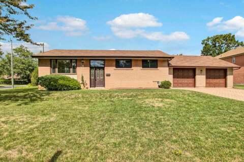 House for sale at 2 Clydebank Blvd Toronto Ontario - MLS: E4902340