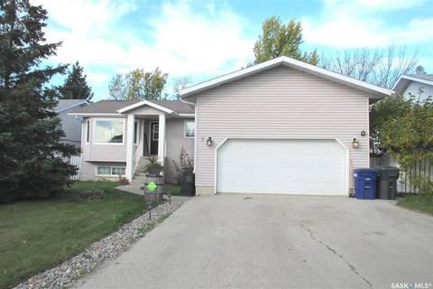House for sale at 2 Ducluzeau Pl Meadow Lake Saskatchewan - MLS: SK785067