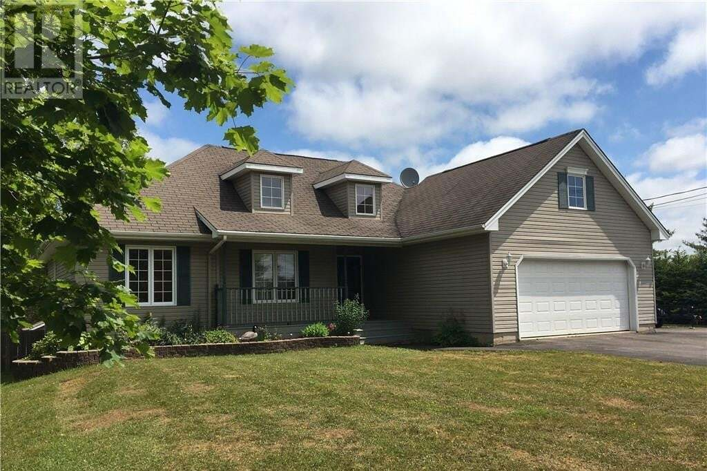 House for sale at 2 Hedge Ct Sackville New Brunswick - MLS: M129841