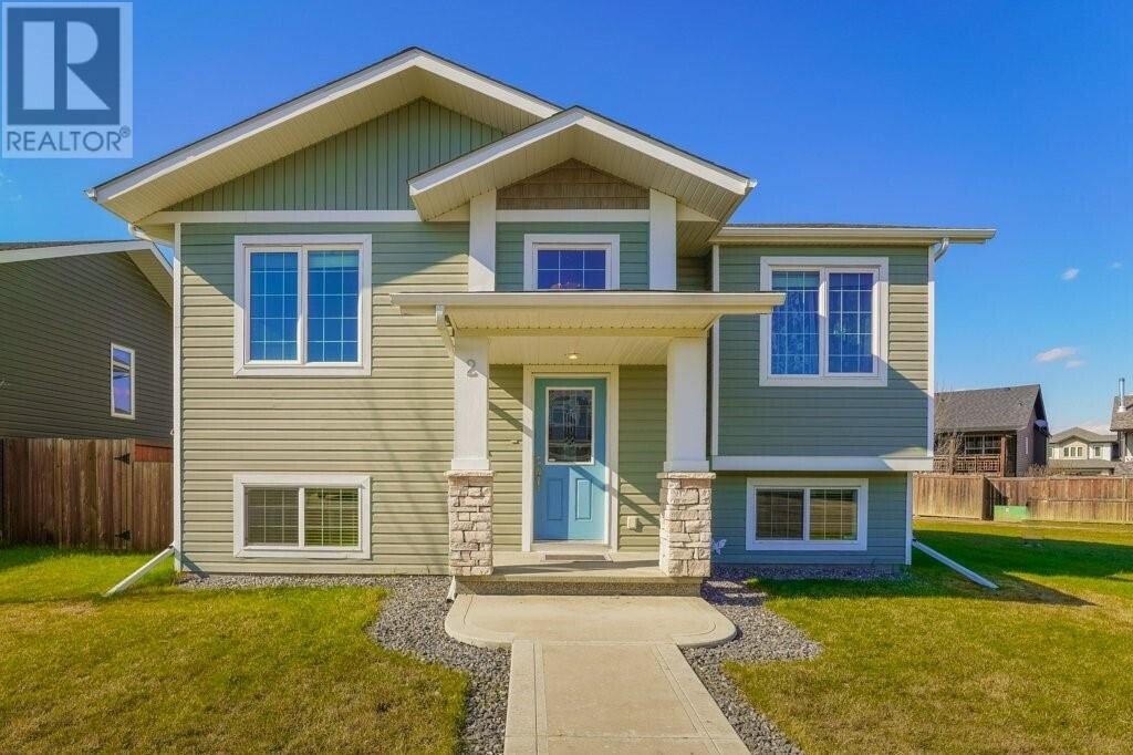 House for sale at 2 Iron Wolf Ct Lacombe Alberta - MLS: ca0193401