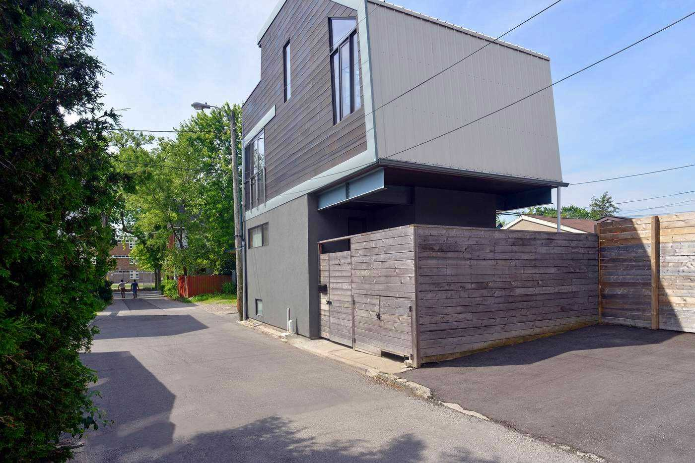For Sale: 2 Miles Place, Toronto, ON | 2 Bed, 2 Bath House for $1350000.00. See 13 photos!