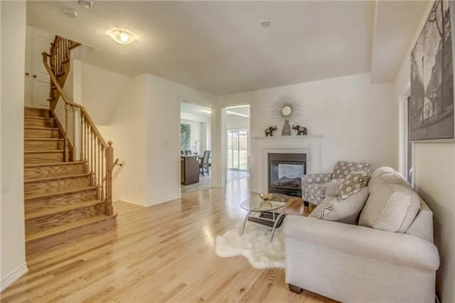 For Sale: 20 Manor Glen Crescent, East Gwillimbury, ON | 4 Bed, 3 Bath House for $729,000. See 20 photos!