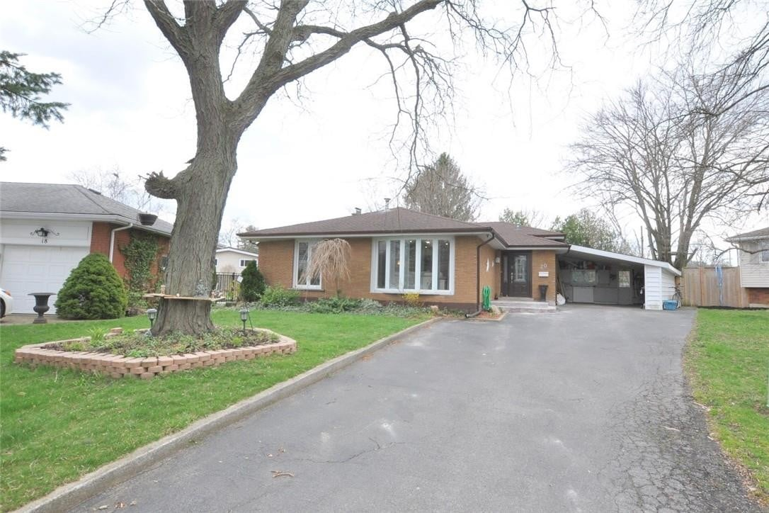 House for sale at 20 Monarch Ct Dundas Ontario - MLS: H4077457