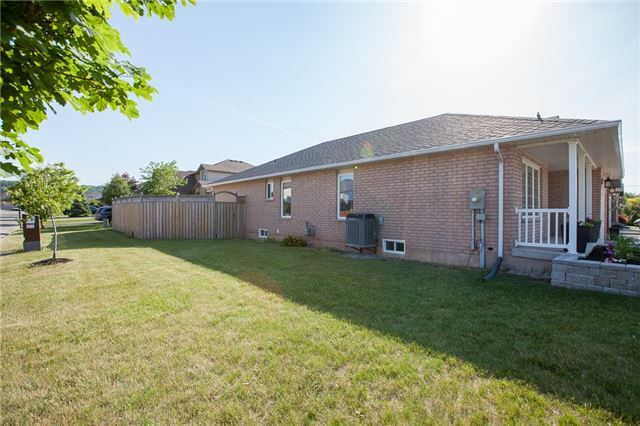 For Sale: 20 Sonoma Lane, Hamilton, ON | 3 Bed, 2 Bath House for $699,900. See 19 photos!