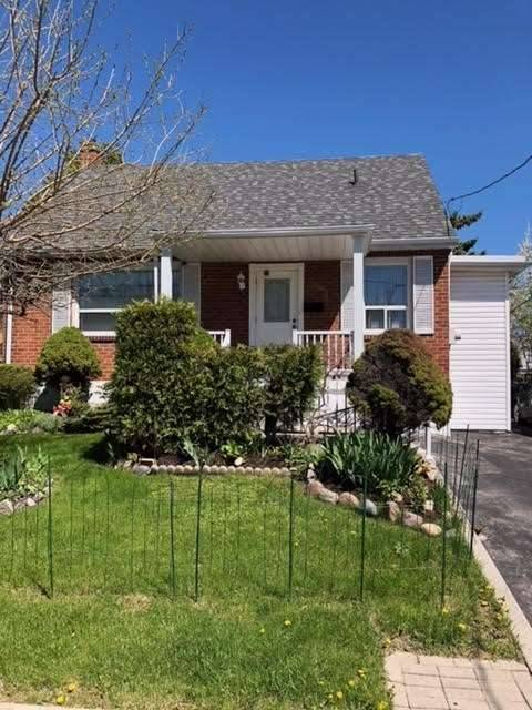 House for sale at 20 Winston Park Blvd Toronto Ontario - MLS: W4458935