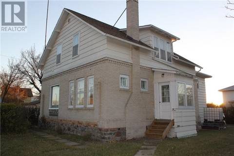 House for sale at 200 2nd Ave W Gravelbourg Saskatchewan - MLS: SK752234