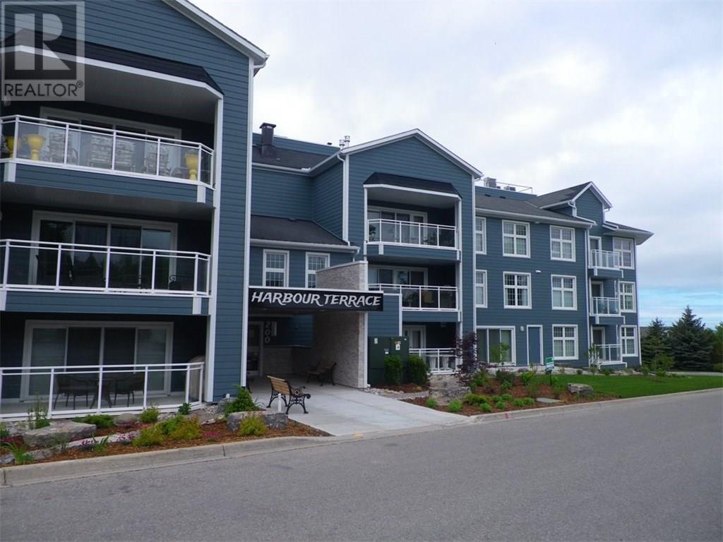 Buliding: 200 Harbour Street, Kincardine, ON