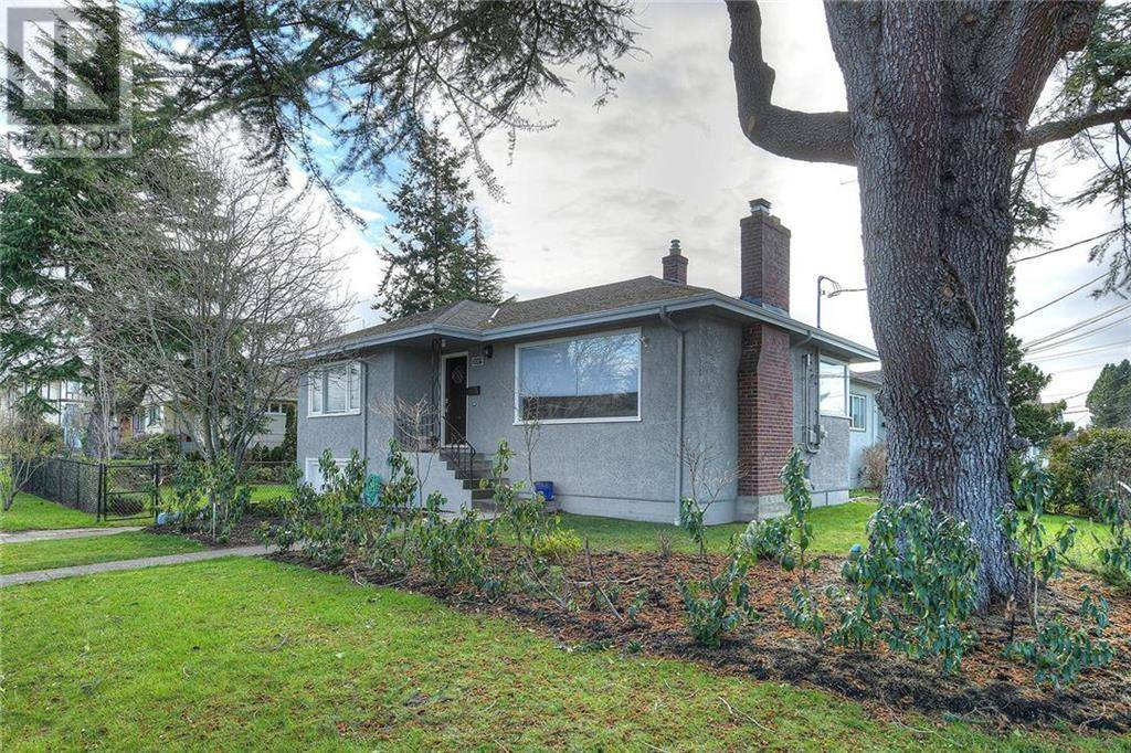 House for sale at 2001 Carrick St Victoria British Columbia - MLS: 420851