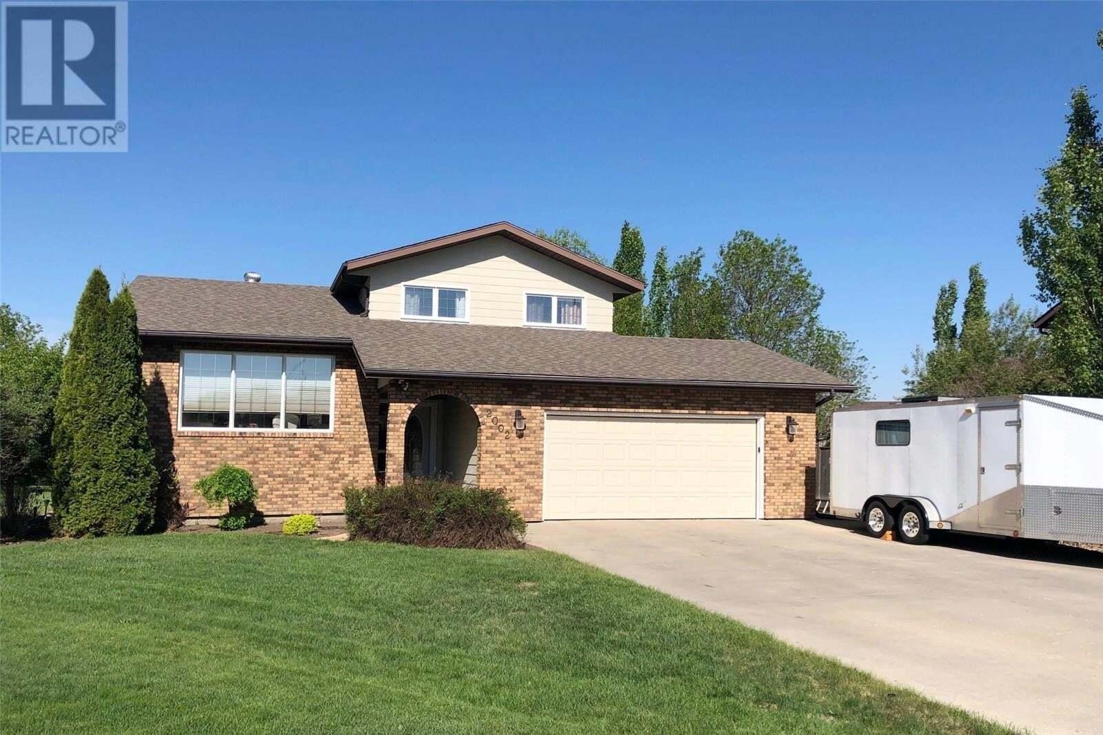 House for sale at 2002 Mack Pl Estevan Saskatchewan - MLS: SK810379