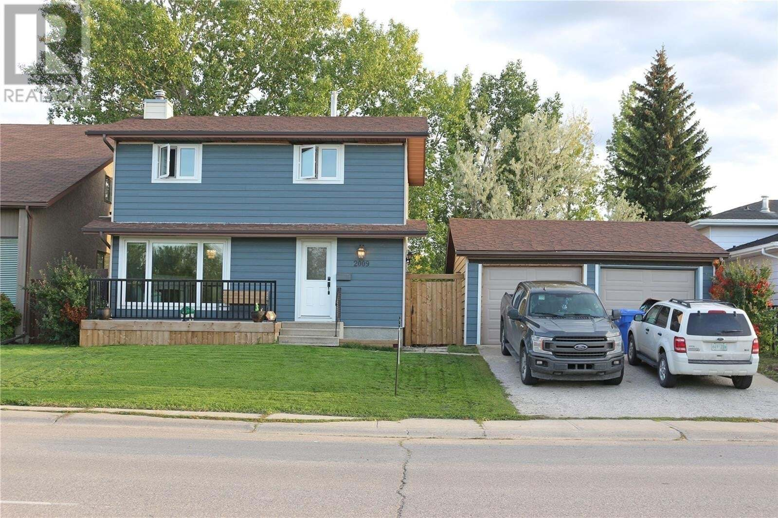 House for sale at 2009 12th Ave Regina Saskatchewan - MLS: SK810457