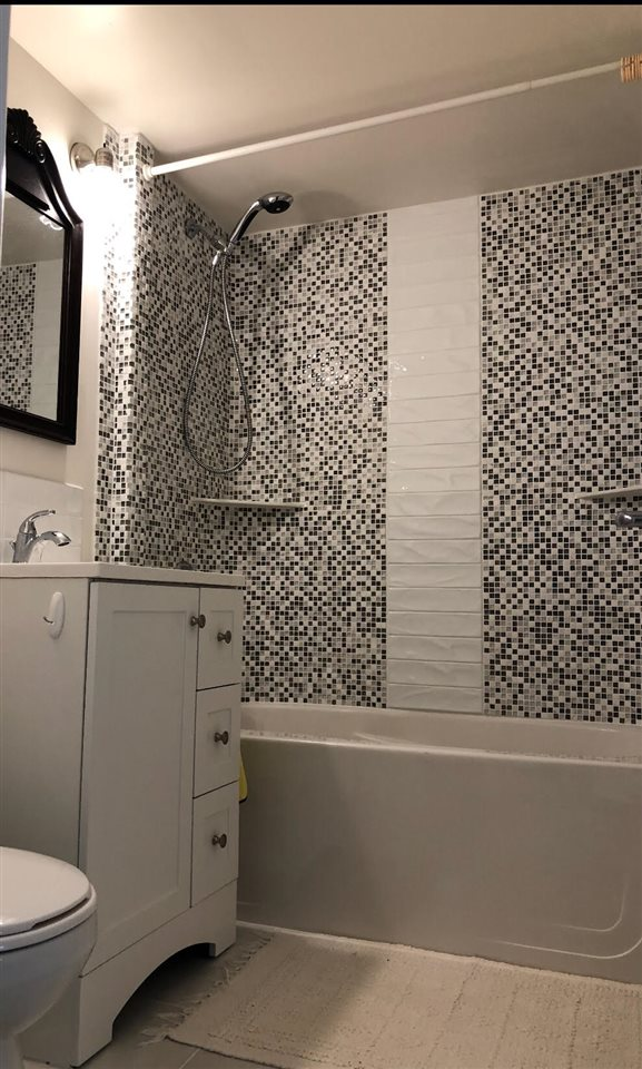For Sale: 201 - 1785 Esquimalt Avenue, West Vancouver, BC | 1 Bed, 1 Bath Condo for $526,000. See 6 photos!