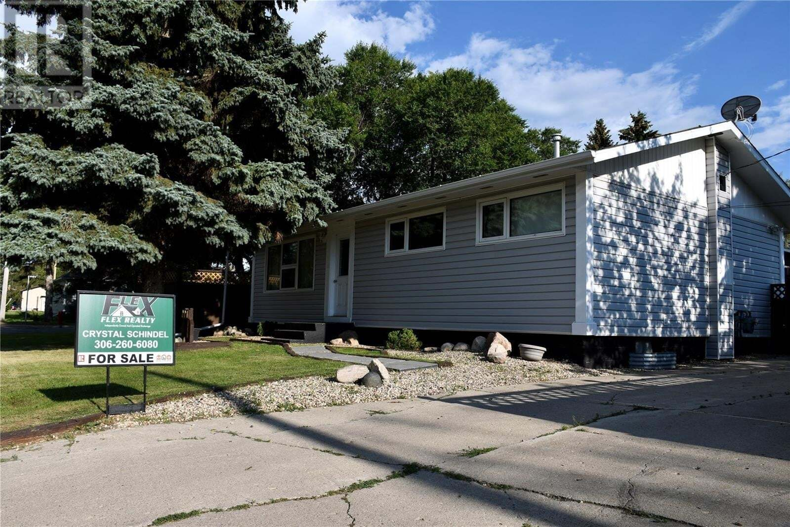 Residential property for sale at 201 7th St Wynyard Saskatchewan - MLS: SK824375