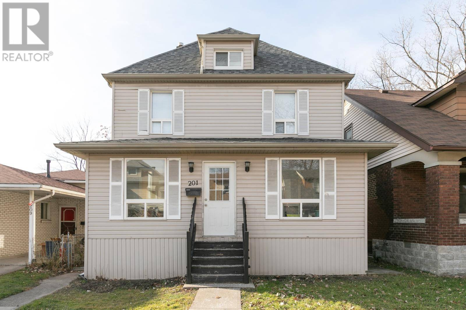 House for sale at 201 Bridge Ave Windsor Ontario - MLS: 20000330