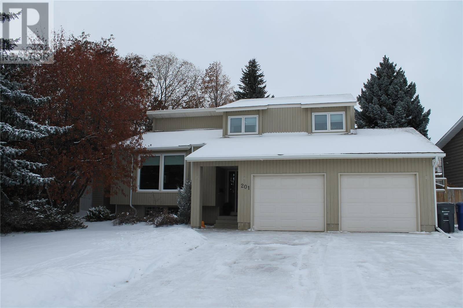 House for sale at 201 Sturgeon Pl Saskatoon Saskatchewan - MLS: SK789500