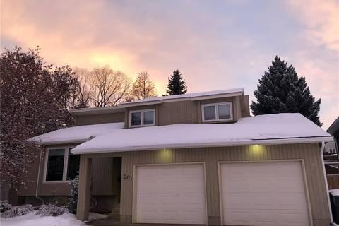 House for sale at 201 Sturgeon Pl Saskatoon Saskatchewan - MLS: SK801201