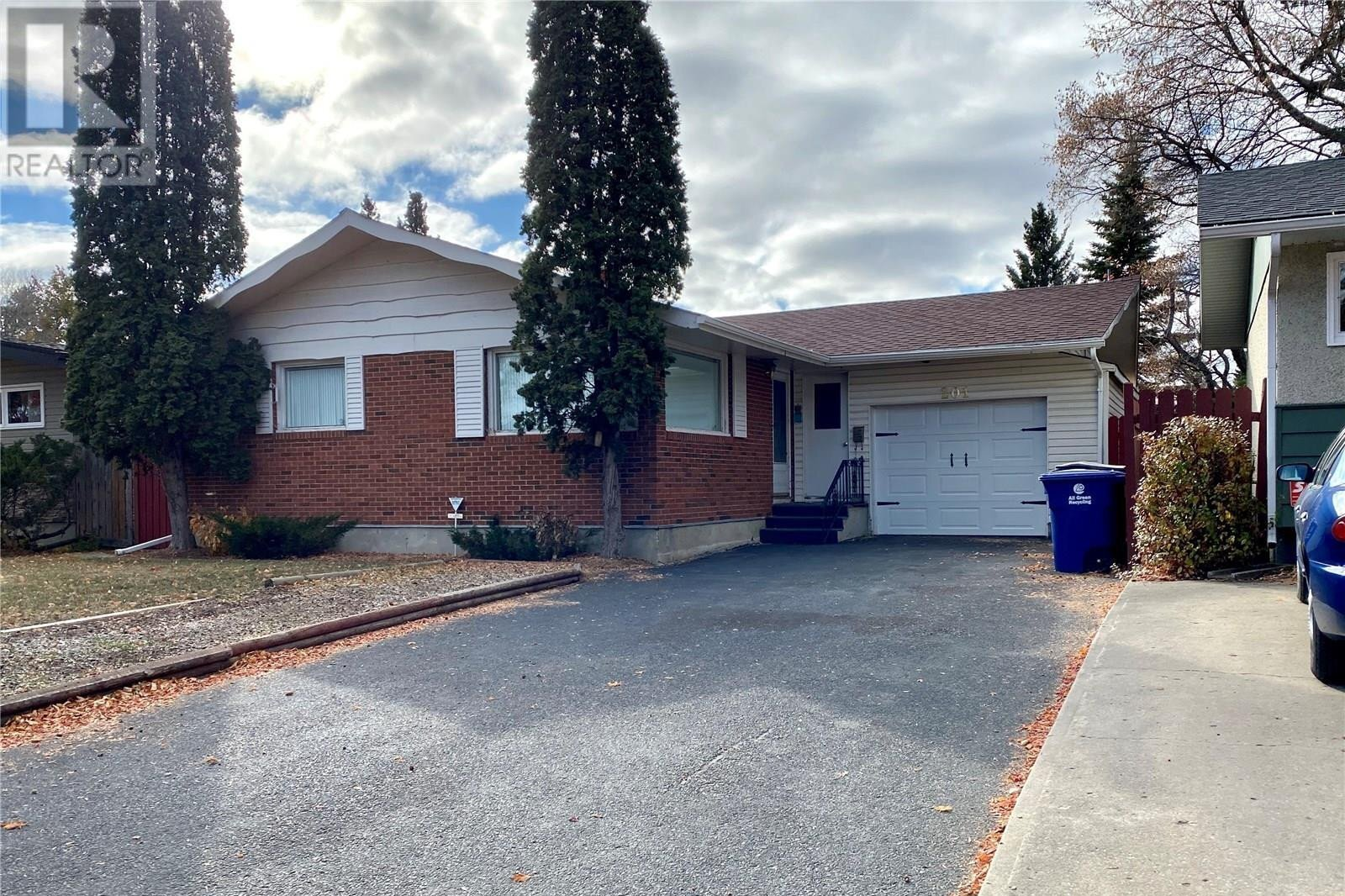 House for sale at 201 Tucker Cres Saskatoon Saskatchewan - MLS: SK831312