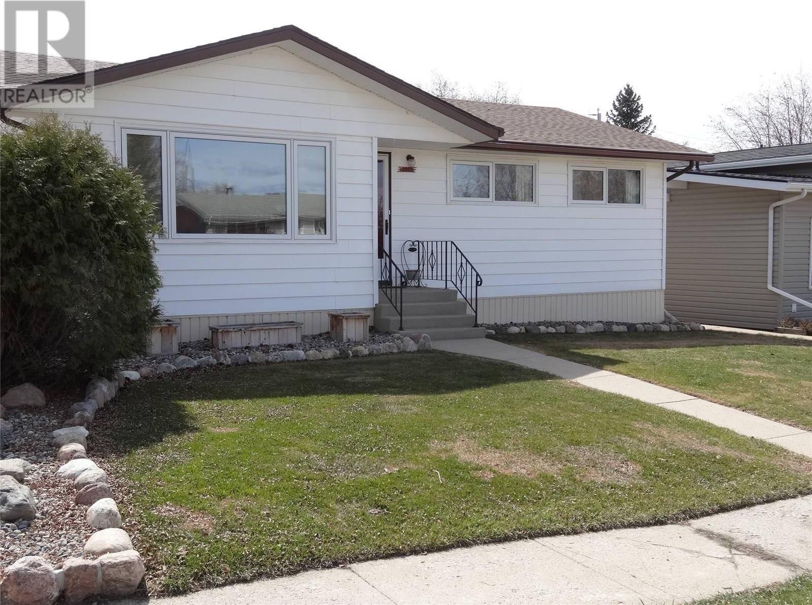 House for sale at 2013 7th St Rosthern Saskatchewan - MLS: SK768660