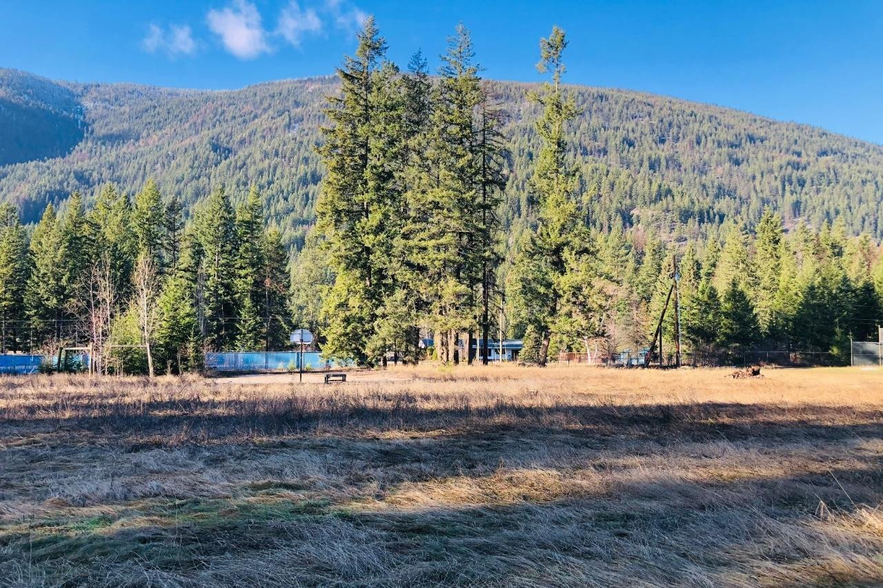 Residential property for sale at 2016 Highway 3a  Castlegar British Columbia - MLS: 2455583