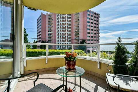 Condo for sale at 2203 Bellevue Ave Unit 202 West Vancouver British Columbia - MLS: R2466183