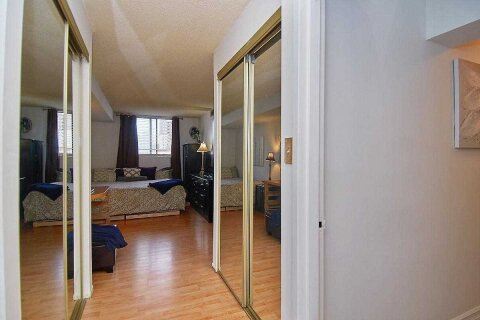 Condo for sale at 25 Agnes St Unit 202 Mississauga Ontario - MLS: W4995294