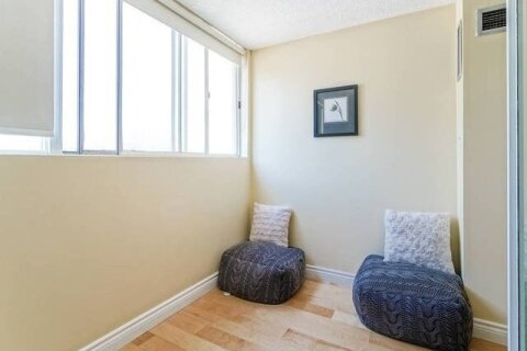 Apartment for rent at 3700 Kaneff Cres Unit 202 Mississauga Ontario - MLS: W4968738