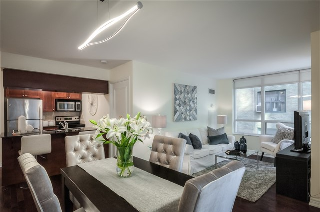 60 St Clair Condos: 60 St Clair Avenue West, Toronto, ON