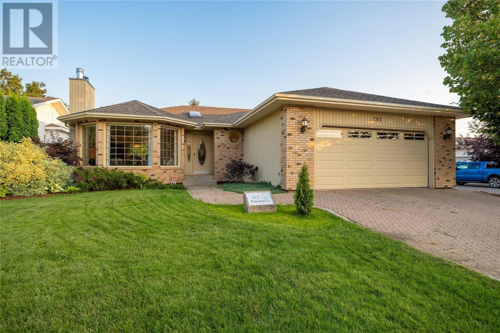 House for sale at 202 Bornstein Ct Saskatoon Saskatchewan - MLS: SK788860
