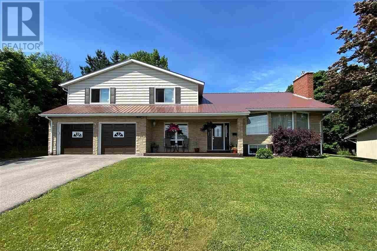 House for sale at 202 Cedar St New Glasgow Nova Scotia - MLS: 202012584