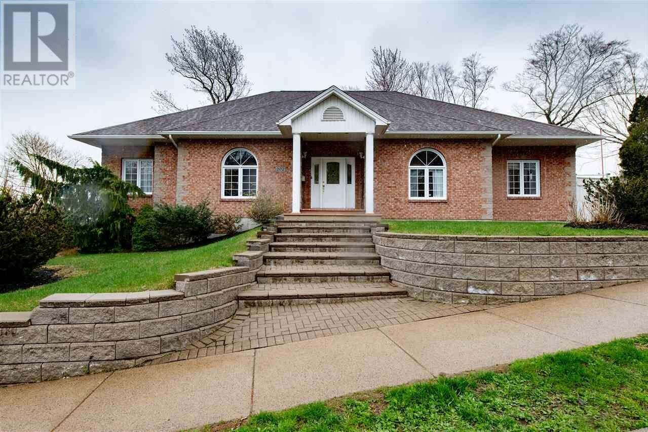 House for sale at 202 Cresthaven Dr Halifax Nova Scotia - MLS: 202007812