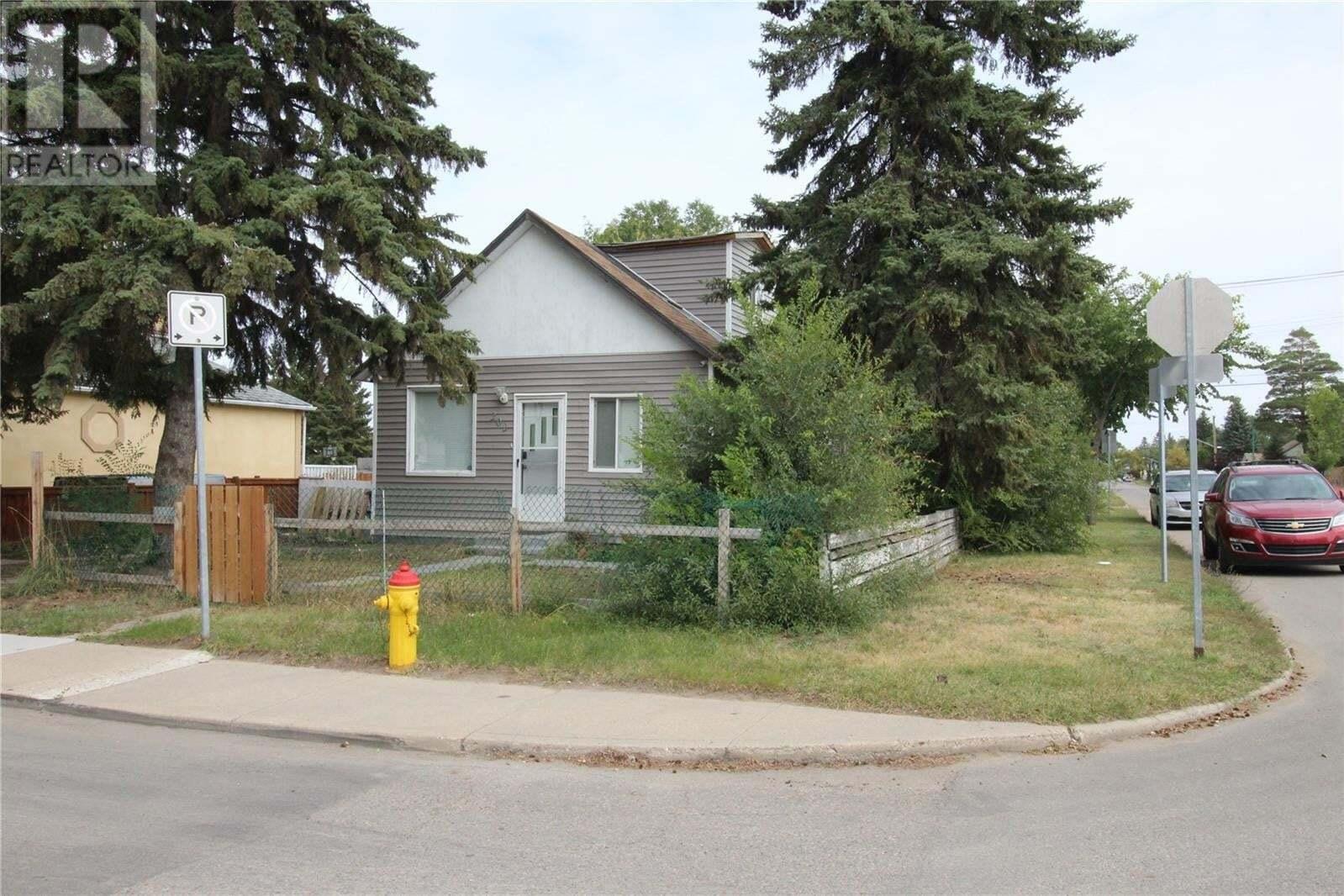House for sale at 202 T Ave N Saskatoon Saskatchewan - MLS: SK826074