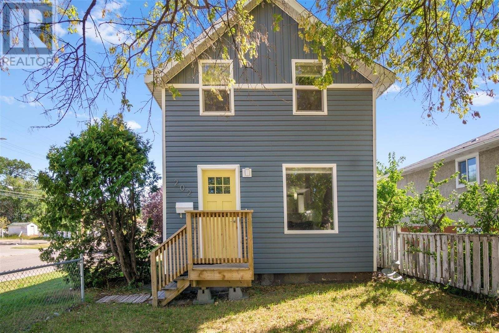 House for sale at 202 W Ave S Saskatoon Saskatchewan - MLS: SK825730