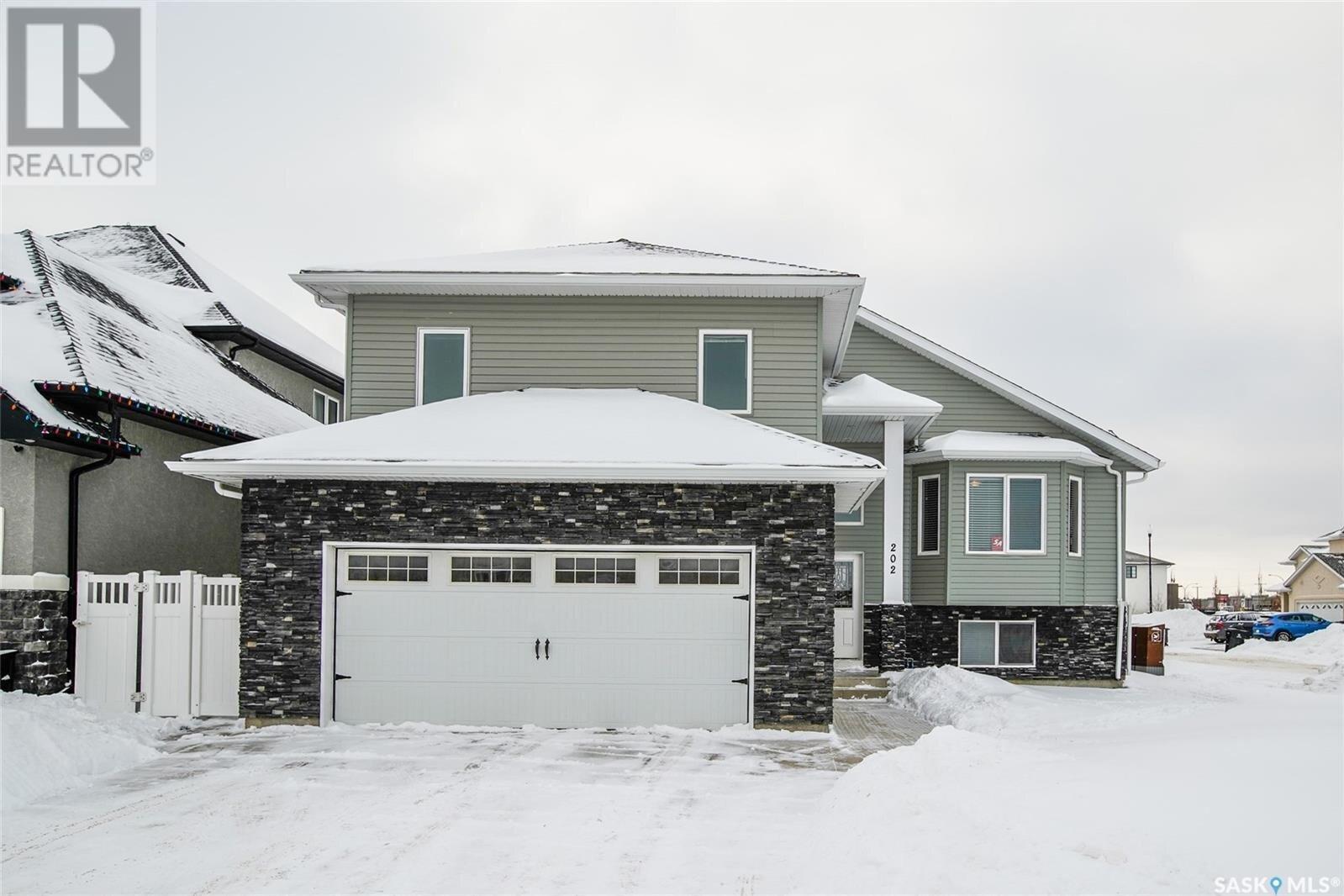 House for sale at 202 Waters Ln Saskatoon Saskatchewan - MLS: SK834244