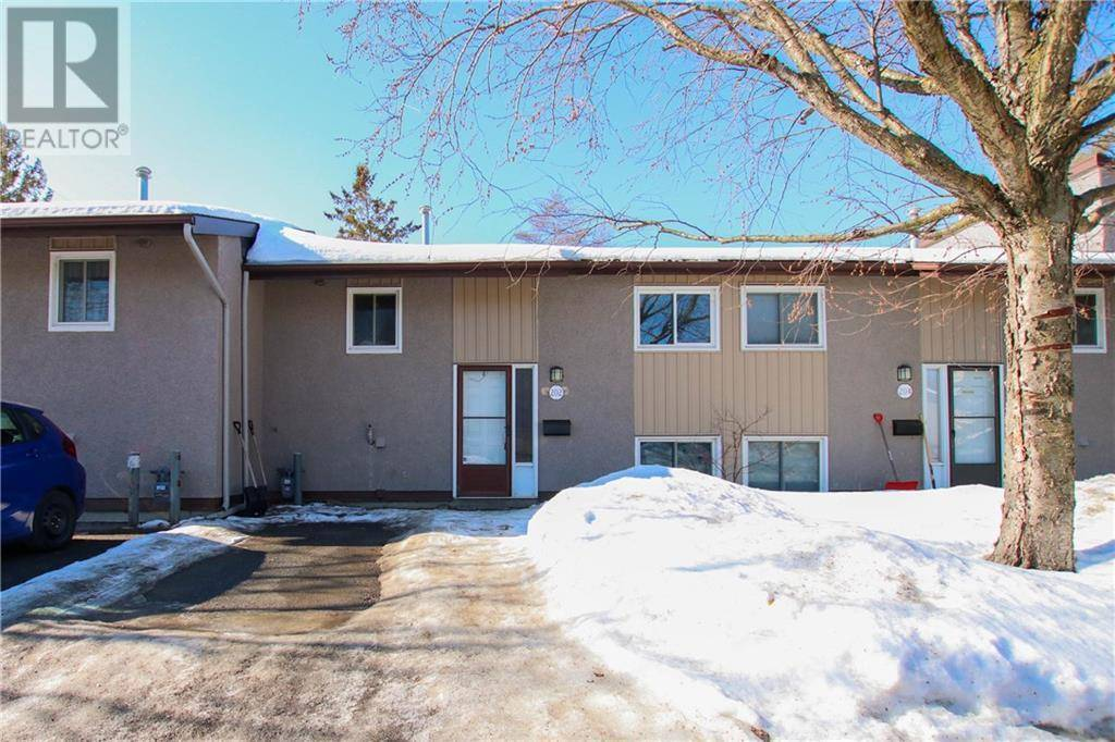 Townhouse for sale at 202 Woodfield Dr Ottawa Ontario - MLS: 1183322