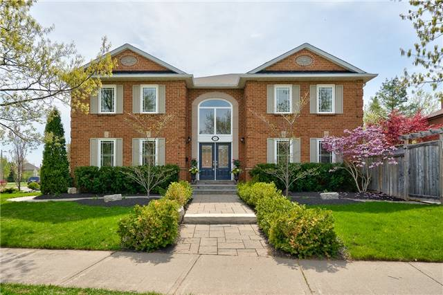 For Sale: 2022 Pineview Drive, Oakville, ON | 4 Bed, 3 Bath House for $1,358,888. See 20 photos!