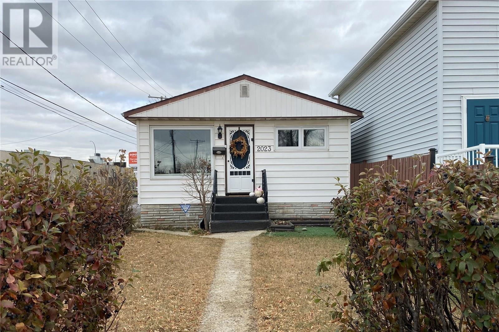 House for sale at 2023 Lindsay St Regina Saskatchewan - MLS: SK831511